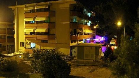 İzmir'de yangın çıkan huzur evine itfaiye ekipleri müdahale ederken