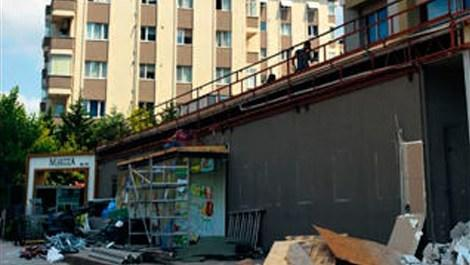 Ataşehir'deki Maritza adlı rezidanstaki dükkanların yıkıldıktan sonraki hali