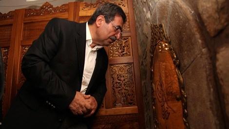 Çevre ve Şehircilik Bakanı İdris Güllüce Malatya'da tarihi mekanları ziyaret ederken