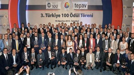 Türkiye'nin en hızlı büyüyen şirketleri ödüllerinin sahiplerinin toplu fotoğraf çekimi