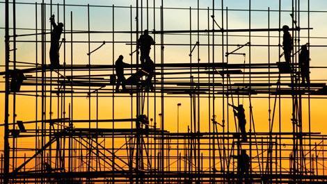 İnşaatta çalışan 8 işçi