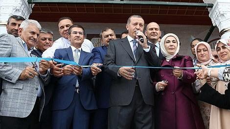 Cumhurbaşkanı Recep Tayyip Erdoğan, Kıble Dağı Camisi'ni açarken