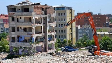 esenlerde kentsel dönüşüm kapsamında yıkılan bina