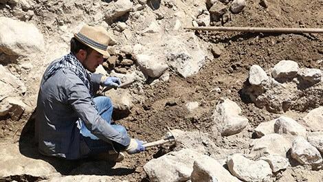 alacahöyük'te kazı yapan arkeolog