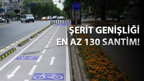 bisiklet yolu işaretlerinin bulunduğu bir bisiklet yolu