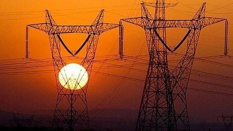 gün batımı sırasında elektrik direklerinin görüntüsü
