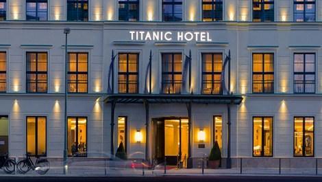 berlindeki titanic otelin dış görünümü