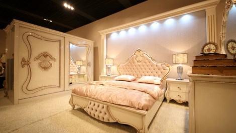 Krem tonlarında yatak odası takımı