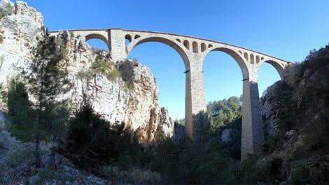 Adana'daki Varda Köprüsü