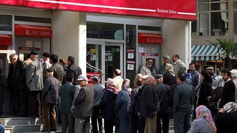 bankadan para çekecek emekliler