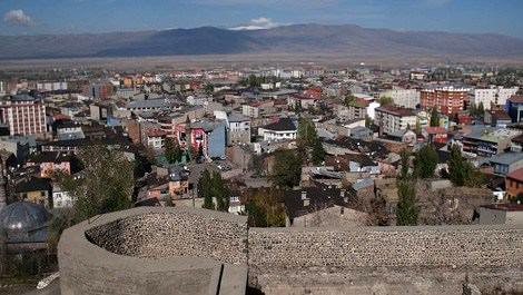 Erzurum'da şehit ailesine belediyeden ev!