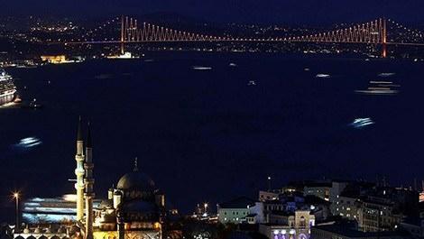 Boğaz Köprüsü'nün gece görüntüsü