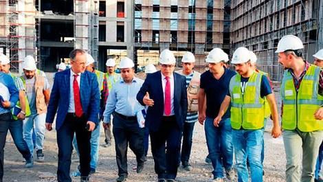 TOKİ heyeti, kampus inşaatını incelerken