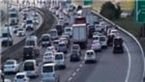 Kurban Bayramı için yola çıkan İstanbullulara trafik sürprizi!