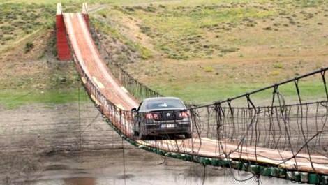 Kars'taki 30 yıllık asma köprü