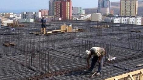 inşaat şirketinde çalışan bir kişi