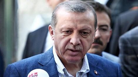 Cumhurbaşkanı Recep Tayyip Erdoğan namazdan çıkarken