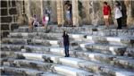 Aspendos Antik Tiyatrosu'nda mermer krizi!