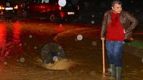 Sakarya'da şiddetli yağış dereleri taşırdı