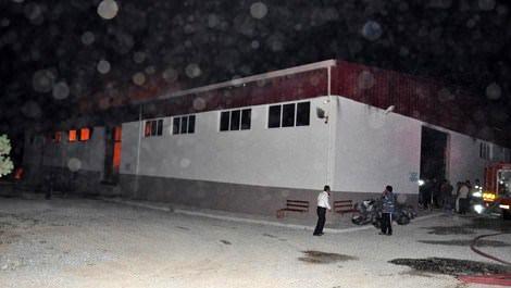 Tekstil fabrikasında çıkan yangın korkulu anlara neden oldu!