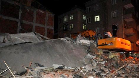 Yıkımı süren bina çöktü; 1 kişi öldü