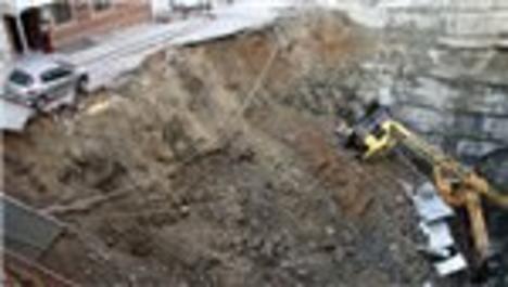 Kağıthane'de inşaat çalışmasında yol çöktü