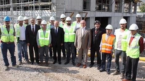 Bakan Fikri Işık hastane inşaatını inceledi