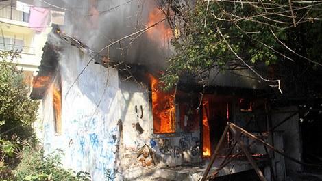 Yangından kül olan evler