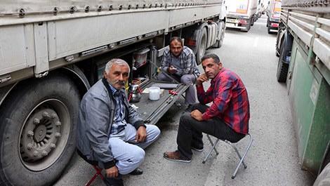 İran sınırında TIR'latan kuyruk fotosu