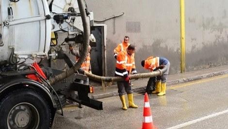 kanalizasyon temizliği yapan ekip