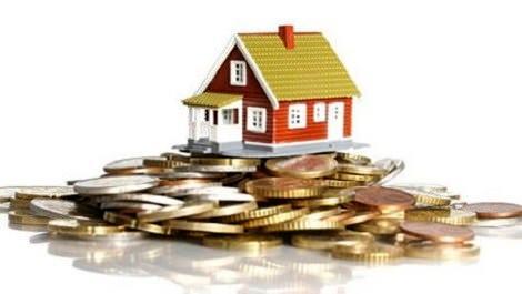 bozuk paraların üzerinde duran ev