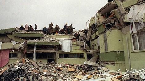 düzce depreminde yaşanan yıkıntı