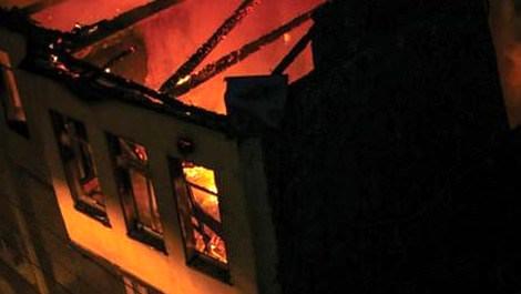 Bursa'da tarihi ahşap binada yangın çıktı