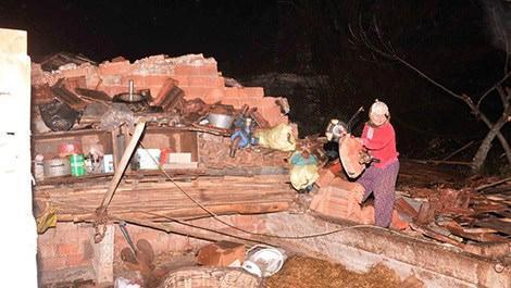 Muğla'da hortum bir evi yıktı