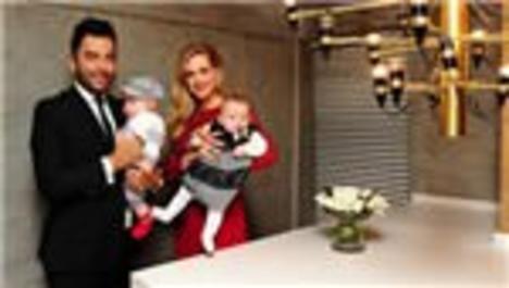 Wilma Elles ile Kerem Göğüş, bebekleriyle kamera karşısında