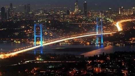 İstanbul Boğazının gece görüntüsü