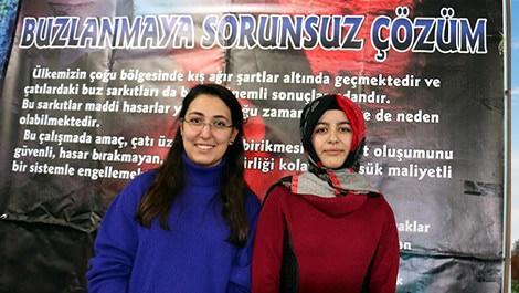 Erzurum İbrahim Hakkı Fen Lisesi son sınıf öğrencileri Kübra Dilşah Yılan ve Nergiz Üstün