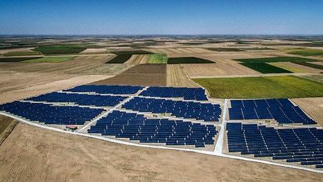 Türkiye'nin en büyük güneş enerjisi santrali Konya'da açıldı