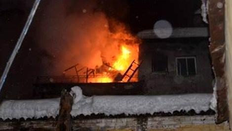 Boş bina alev alev yandı!