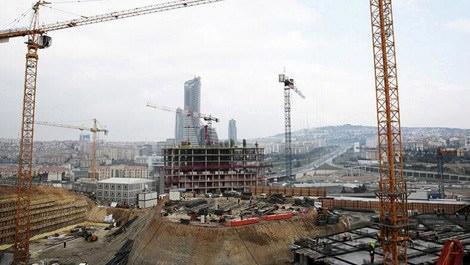 kentsel dönüşüm çalışmaları devam Fikirtepe'de inşaat alanı ve vinç kuleleri