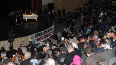 Bursa'da TOKİ'nin kura çekiminde izdiham!