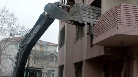 Kartal'da yerinde dönüşüm ile yıkılan evler