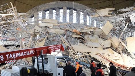 Cami inşaatındaki iskele çöktü