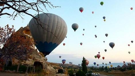 Kapadokya'da uçan sıcak hava balonları