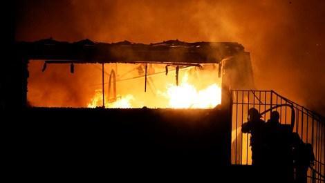 Avcılar'daki kağıt fabrikasında yangın çıktı