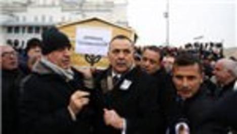 Nihat Özdemir'in eşi son yolculuğuna uğurlandı