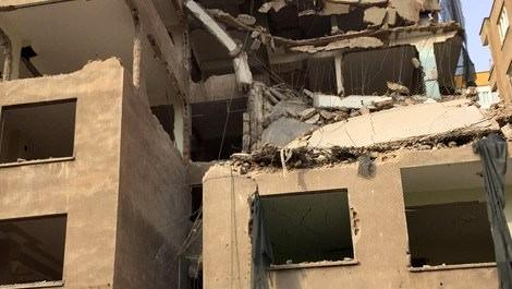 yıkım halinde iken çökme yaşanan bina