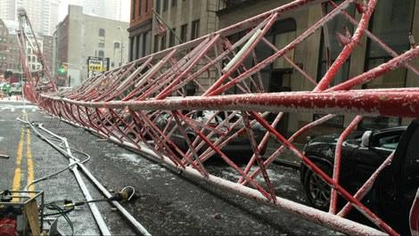 New York'ta inşaat vinci devrildi!