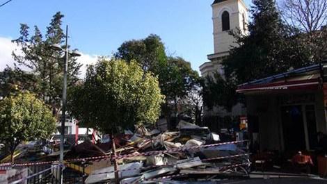 Kadıköy Altıyol'daki kafeler belediye tarafından yıkıldı