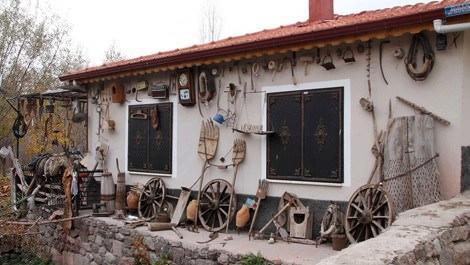 Çankırı'da köy evinin bahçesini müzeye çevirdiler